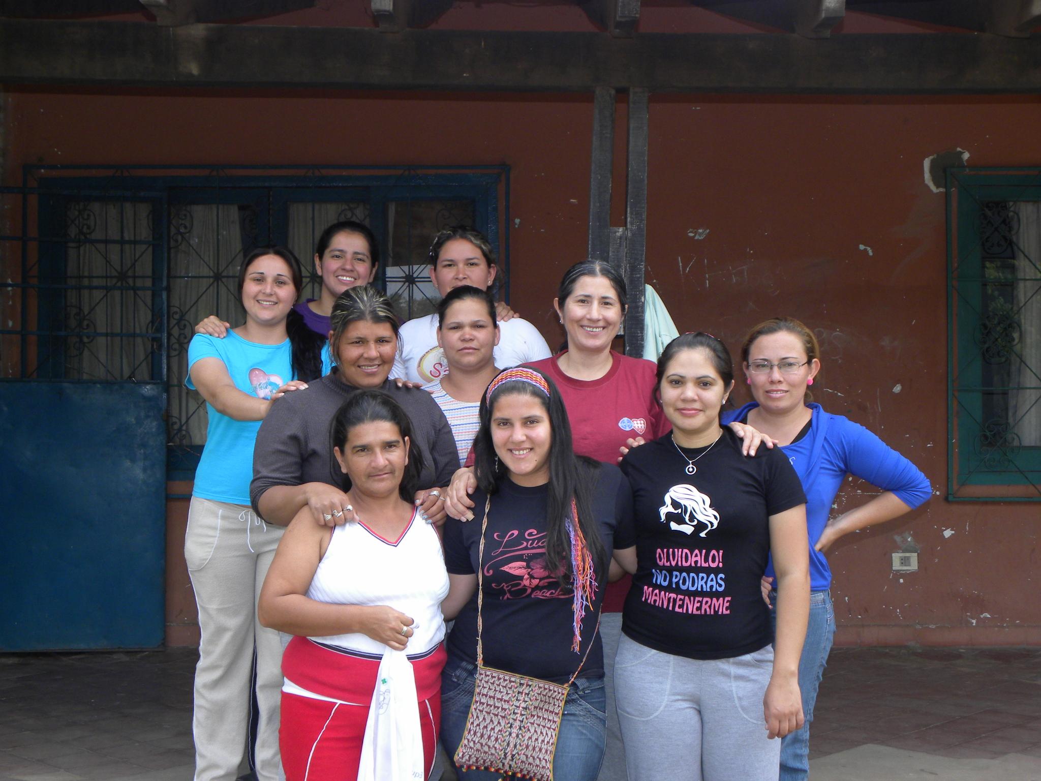 """El grupo """"Sólo Mujeres"""" del Bañado Sur llevó a cabo la campaña de comunicación y sensibilización"""