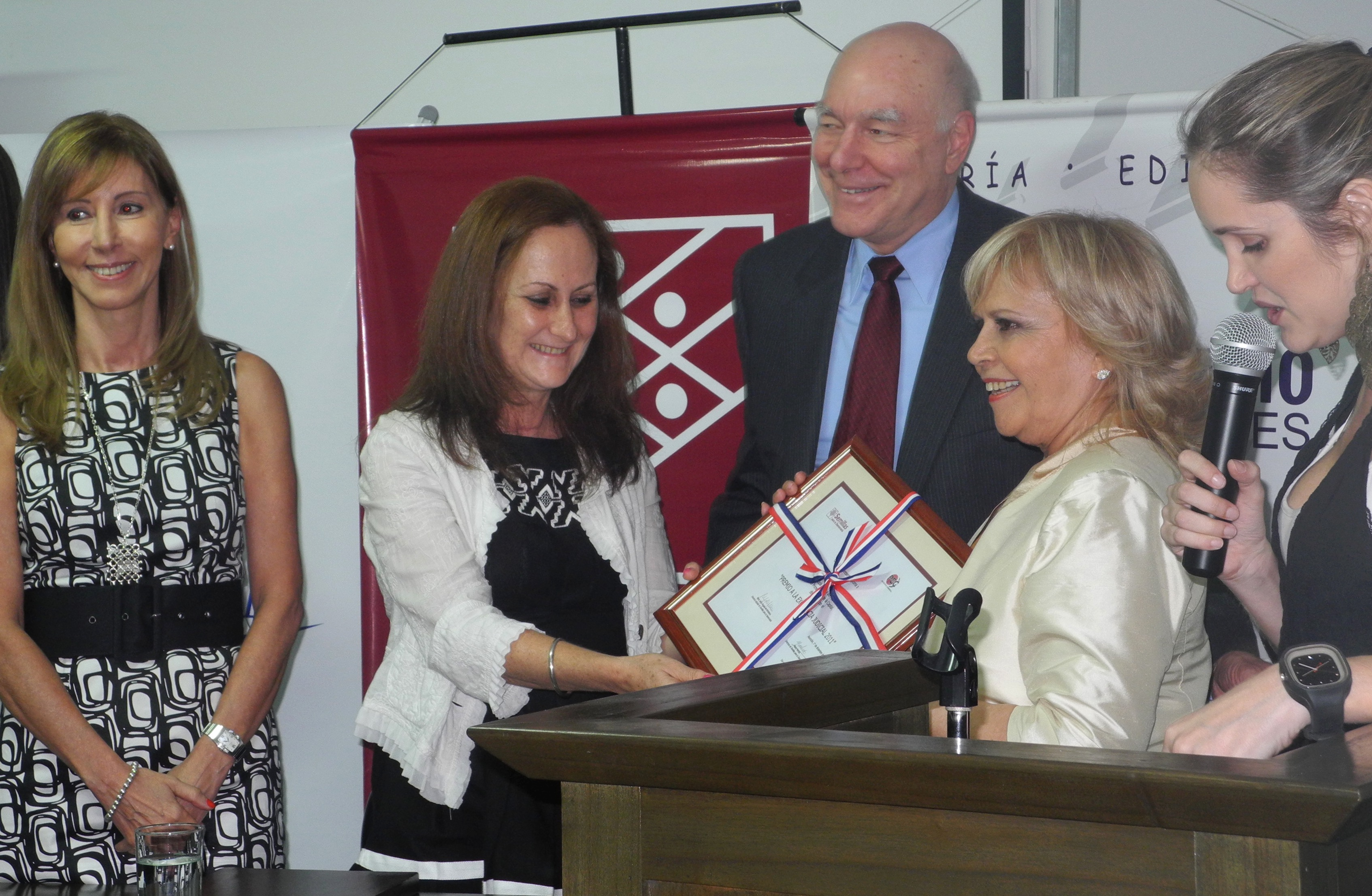 (De izqda a der.) María Jesús Bogado, Marta Ferrara, James Thessin y Olga Talavera